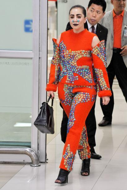 Lo malo es que ella piensa que vestir de esa manera es algo normal.