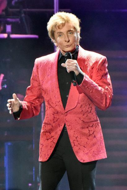 El exitoso cantante de 71 años, Barry Manilow, se casó con su mánager de...