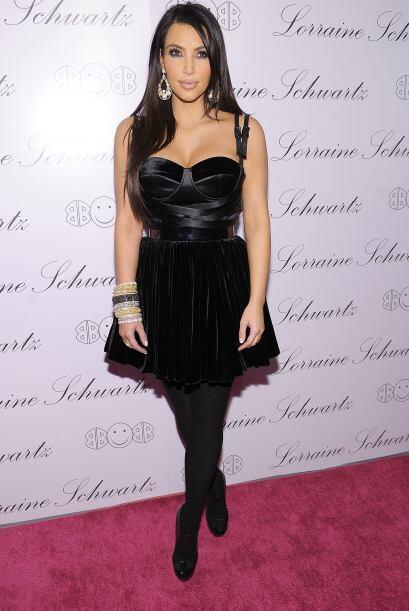 Kim Kardashian, la mujer de negro 0930cf55141c4703a9318439faa501f5.jpg