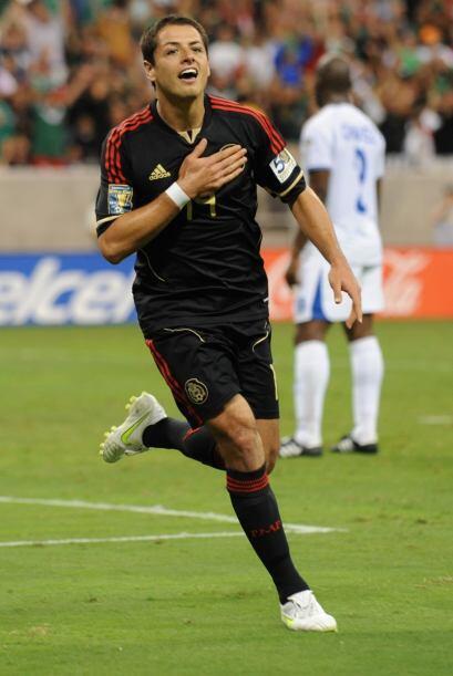 Javier Hernández es uno de los mejores delanteros del mundo. Titular en...