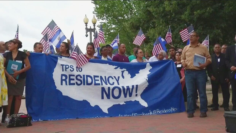 Inmigrantes centroamericanos fueron hasta la Casa Blanca para abogar por...