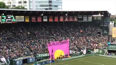 La otra final: Batalla de 'tifos' en las gradas del Mercedes Benz Stadium entre Portland y Atlanta