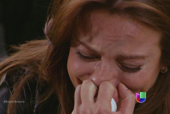 Camila no soporta la partida de su madre, tan repentina y violenta.