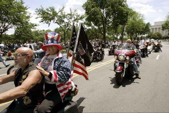 Si llevas pasajero, puede darle un toque extra de patriotismo con un ori...