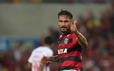 Paolo Guerrero fue ovacionado por los hinchas del Flamengo.