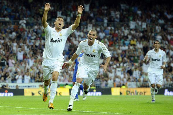 Los madridistas jugaron su primer duelo en el Santiago Bernabéu y recibi...