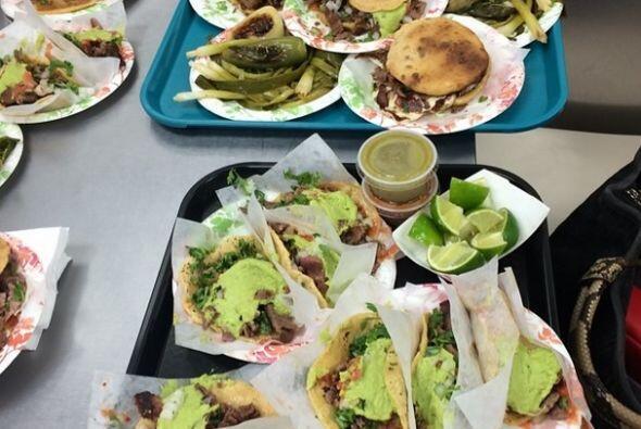 Y como al llegar a Las Vegas ya hacía hambre fuimos a comer a Tacos El G...
