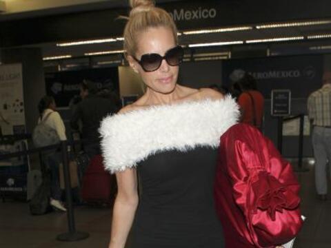 Vimos a la actriz en el LAX de Los Ángeles junto a su marido, per...