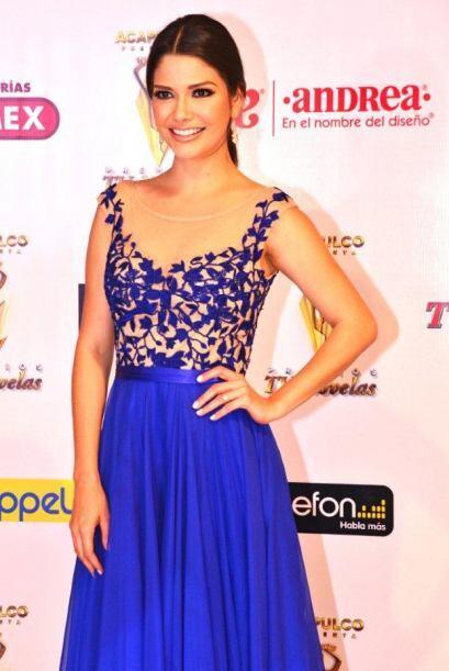 Ana Patricia sencillamente espectacular de azul en la Noche de Favoritos.