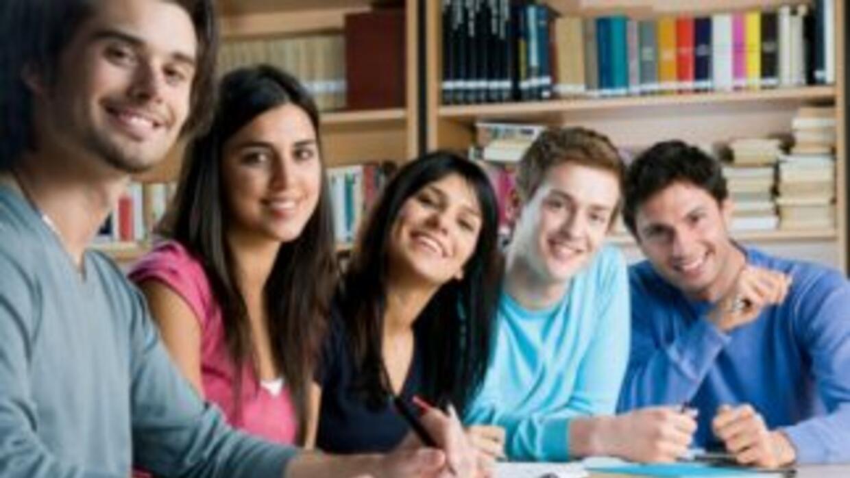 La misión es mejorar el nivel académico de los estudiantes hispanos.