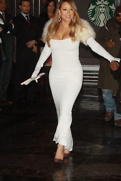 La deslumbrante Mariah Carey hizo una espectacular aparición en el emble...