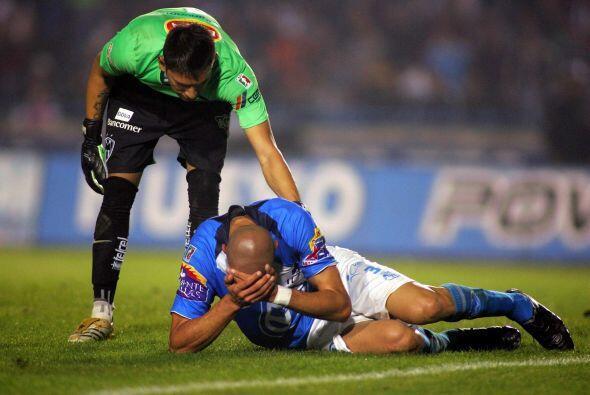 Al año siguiente, en el Clausura 2009, Puebla volvió a iniciar en el fon...