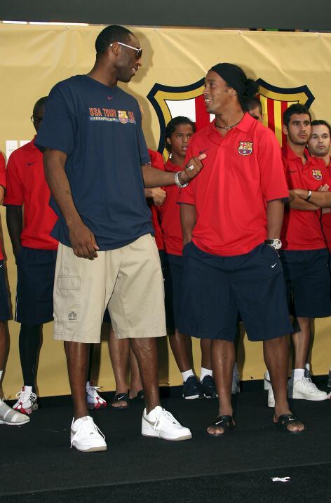 Kobe y Ronaldinho durante una gira del Barcelona en EEUU en 2006.