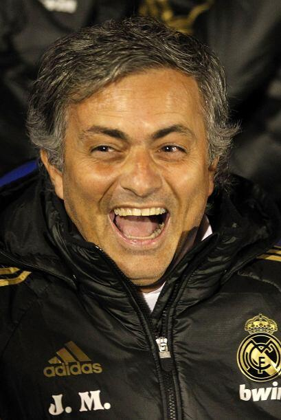 La sonrisa se mantuvo en el rostro de Mourinho con el triunfo final por...