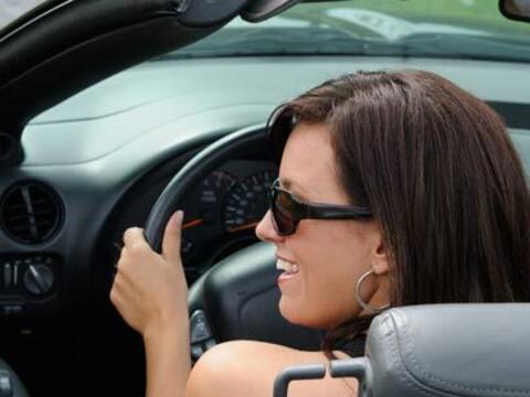 Mujer al volante, peligro constante¿Cuántas veces no hemos...