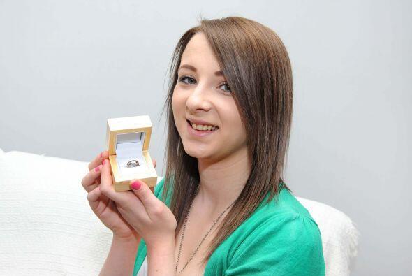 Un soldado le propuso matrimonio a su novia con un anillo que él mismo f...