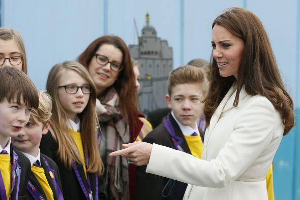 La duquesa se reunió con Sir Ben Ainslie en Portsmouth, para promover en...