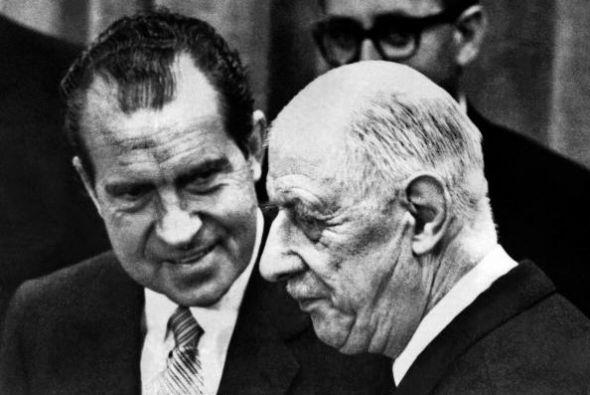 3. El escándalo del Watergate (o Watergate) fue un escánda...