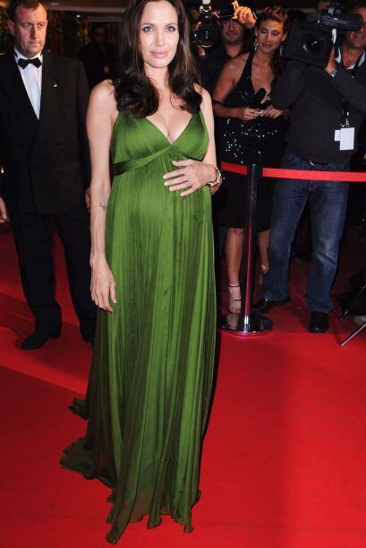 Aunque Angelina Jolie no ha confirmado nada, se rumora que utilizó ferti...