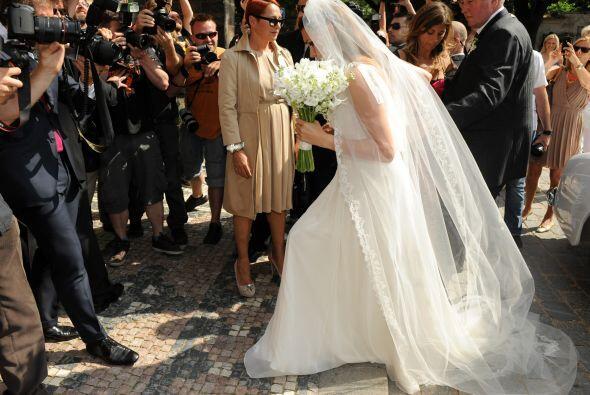 Más tarde llegó la hermosa novia, la modelo checa Alena Seredova, con qu...