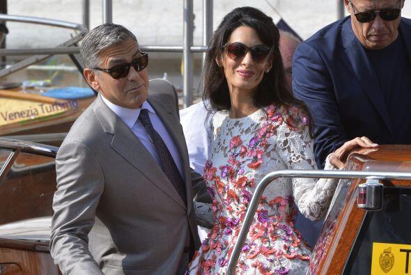 Y Amal no se quedó atrás, lució bellísima en un vestido hermoso.