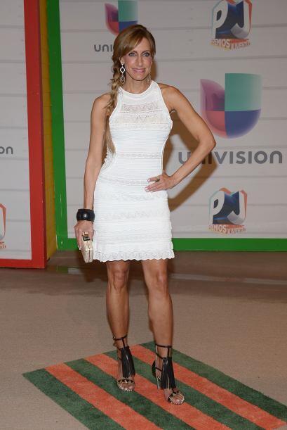 Los vestidos blancos se convierten en una excelente opción, sin embargo,...