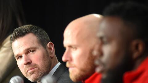 Greg Vanney, Michael Bradley y Jozy Altidore en conferencia de prensa.