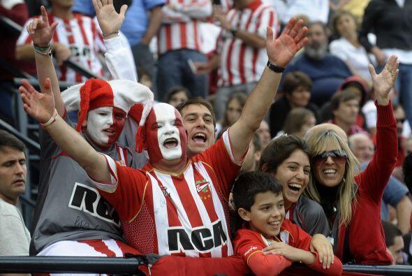Colorido y fiesta en las tribunas de Estudiantes, festejan y celebran co...