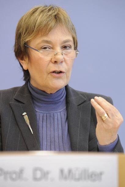 La presidenta de TI en Alemania, Edda Muller, en conferencia de prensa s...