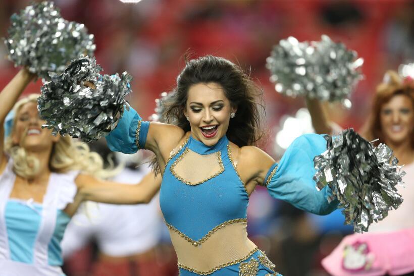 Las bellas porristas de la NFL siguen demostrándonos sus disfrace...