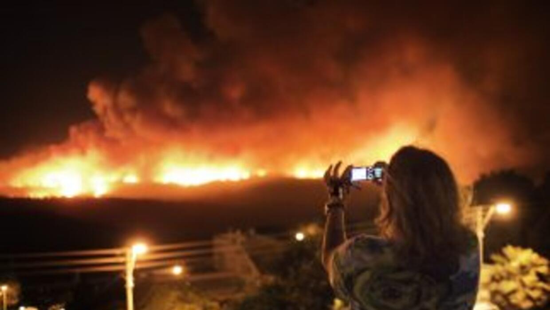 El dantesco siniestro de desató el jueves y afecta unas 2,000 hectáreas...