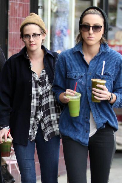 Kristen Stewart, ¿muy pegadita de su amiga?