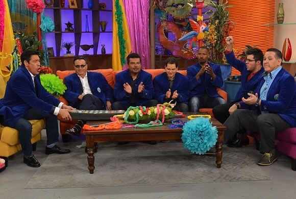Como todo hombre, se sentaron a disfrutar de las telenovelas.