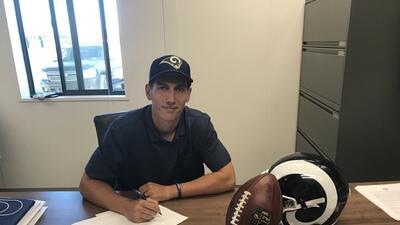 Los Angeles Rams firmaron al QB mexicano Luis Pérez