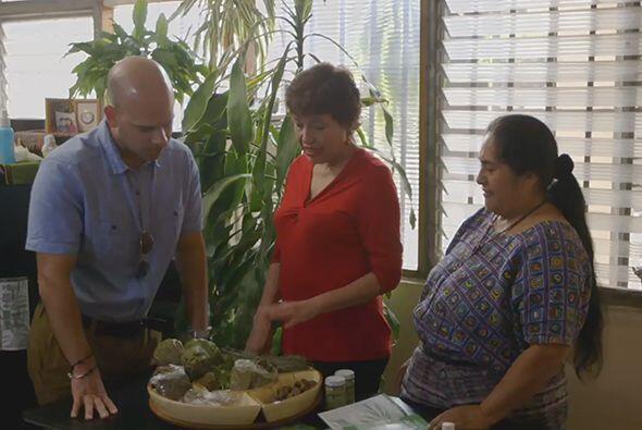 En Guatemala el doctor Juan visitó desde una sanadora holí...