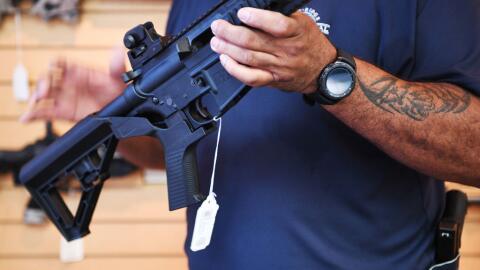 El bump stock se le agrega a la culata del rifle para convertirlo en un...