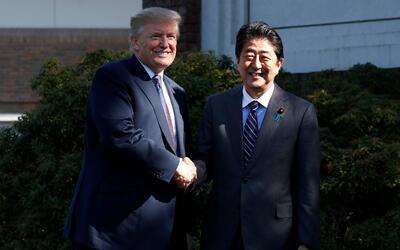 El presidente de EEUU, Donald Trump, y su par japonés, Shinzo Abe...