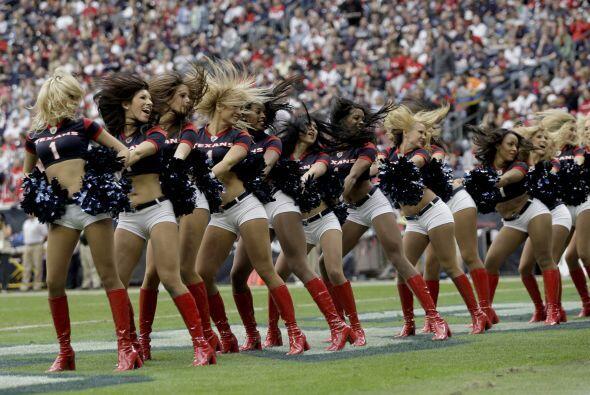 34 chicas integran el grupo de porristas de los Houston Texans.