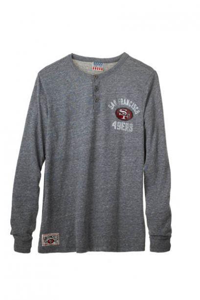 Con esta camiseta estilo henley de la NFL lucirá muy casual su precio es...