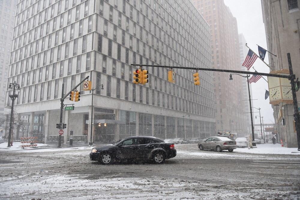 Una fuerte tormenta invernal paraliza el este del país Winter Weather De...