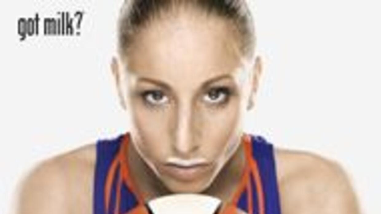 La estrella hispana de la WNBA, Diana Taurasi, se unió a la campaña de b...