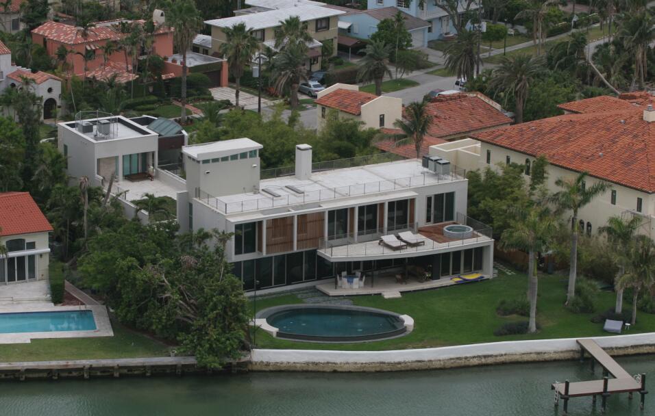 Esta es la mansión donde vive el cantante puertorriqueño e...