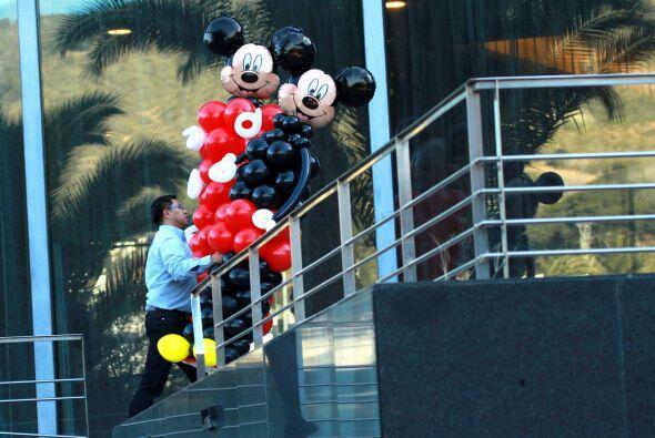¡Le llenaron de globos de Mickey el lugar!