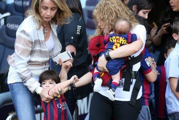 Seguramente para el pequeño Milan no ha sido sencillo acercarse de forma...