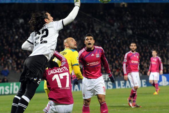 En el otro encuentro, el Lyon recibió al sorprente Apoel.