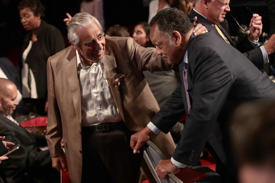 El demócrata Charles Rangel se encuentra con el reverendo Jesse Jackson...