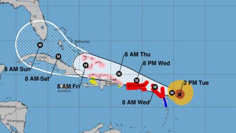 El huracán Irma, que alcanzó la categoría 5, sigue...