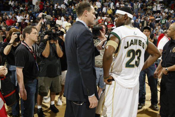 Los siguientes 3 años que LeBron jugó para los Irish de Akron que lo ele...
