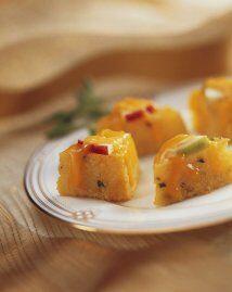 Bocados de polenta con queso y manzana   La polenta es un platillo típic...