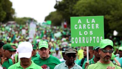 Miles de dominicanos salieron a las calles a protestar